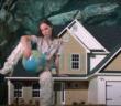 Lola Le Lann dans le clip spécial confinement de son deuxième single Soleil