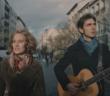 Le duo Samares dans le clip de Danse